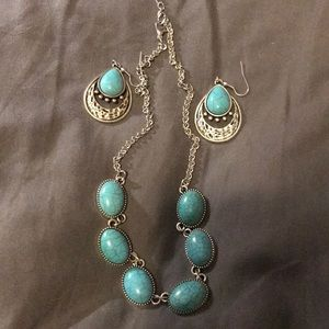 Necklace and earrings set. Turquoise. Pretty on.